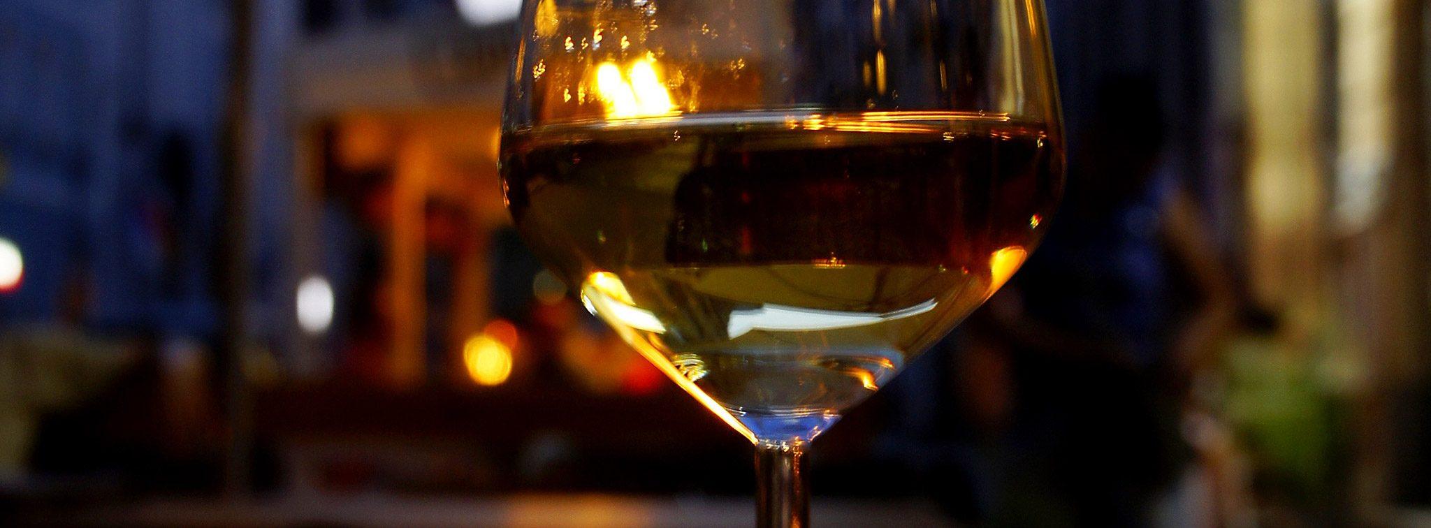 Wina białe i pomarańczowe