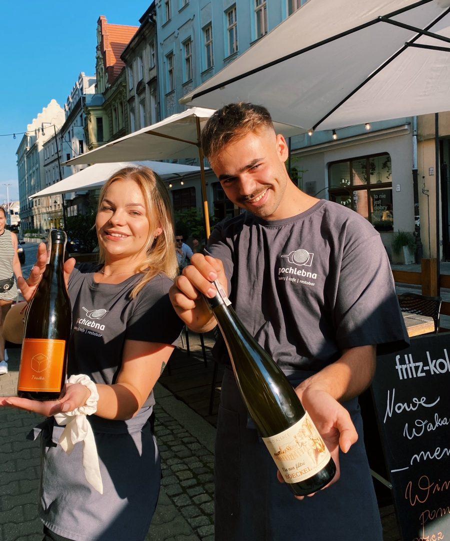 Wina pomarańczowe w Pochlebnej przez cały weekend – wina idealne na wakacje!