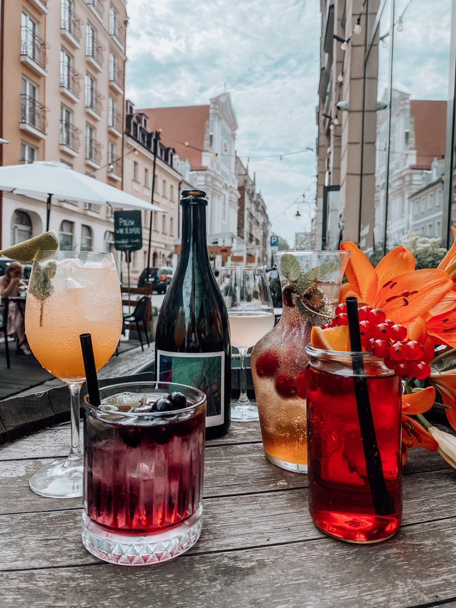 Zachody słońca z winem i drinkami w Pochlebnej!